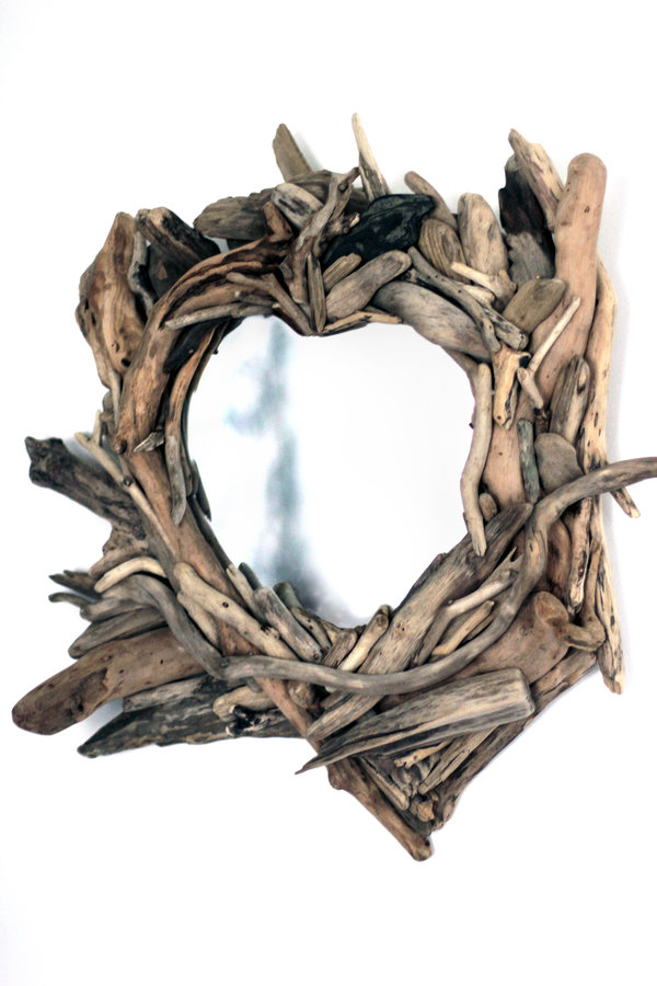 small heart-shaped driftwood mirror angle